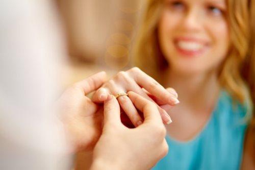 7 способов романтично подарить женщине драгоценности