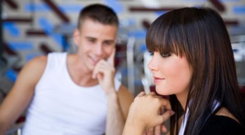 8 советов, как определить разницу между флиртом и домогательством