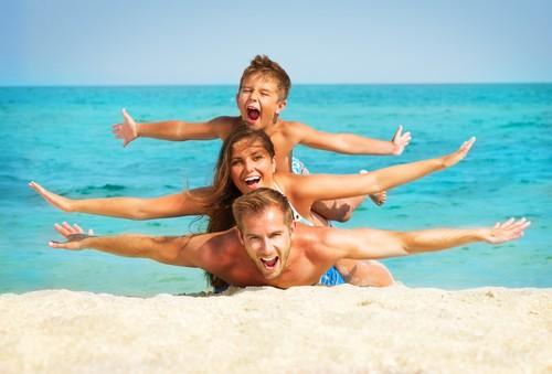 7 лучших пляжных игр для всей семьи