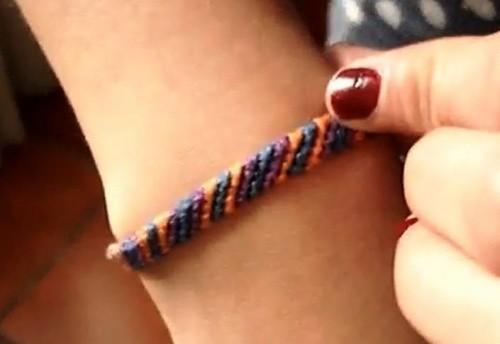 Косое плетение фенечки из ниток мулине