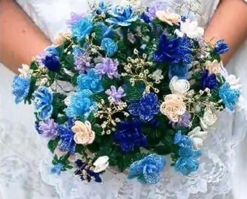 10 Удивительно Красивых Цветочных Композиций из Бисера