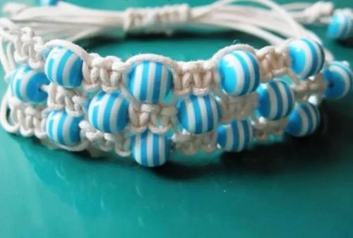 Плетеные браслеты с бусинами