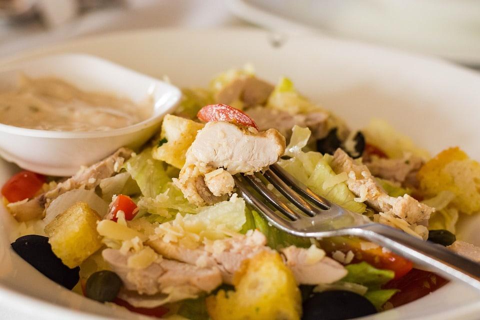 Рецепты свежих весенних салатов - Салат из копченого лосося