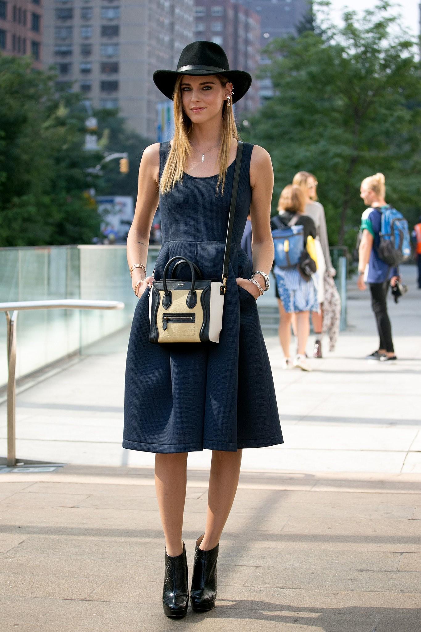 Кьяра Ферраньи в маленьком черном платье