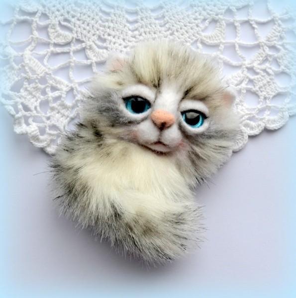 Брошь «Котик снежный»