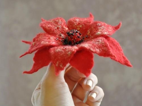 Брошь-цветок «Цветок мака»