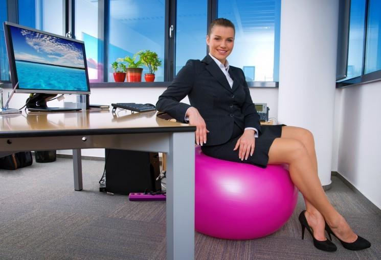 10 упражнений, которые ты можешь делать в офисе