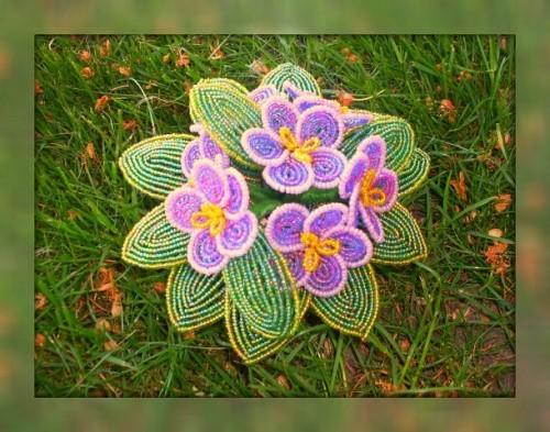 Цветочные композиции из бисера «Фиалки»