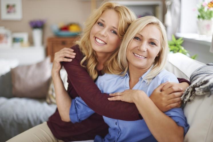 Зависимость взрослой женщины от матери