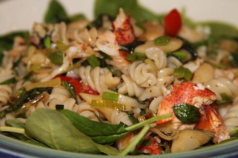 4 рецепта салатов из морепродуктов - Морской салат с макаронами