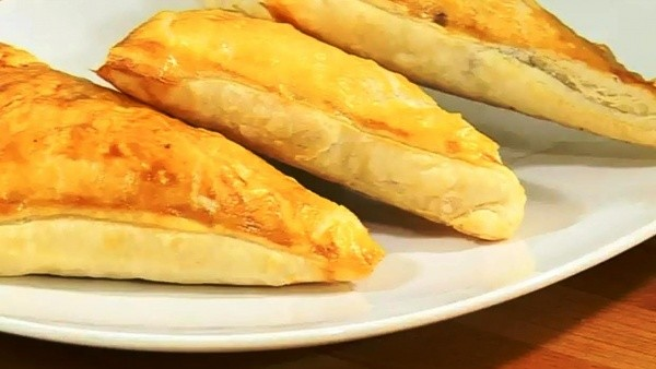 Слоеные пирожки из ягненка с картофелем