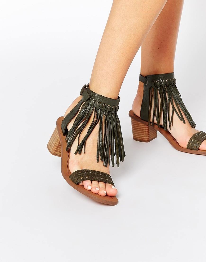 Обувь с обилием ремешков и бахромой - тренд 2015