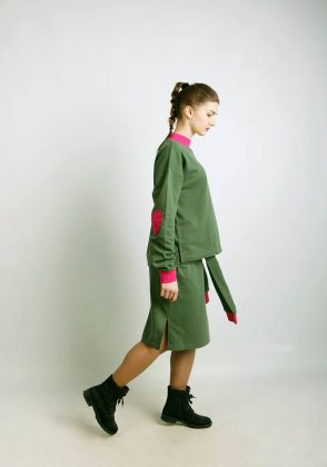 Девушка в зеленом костюме