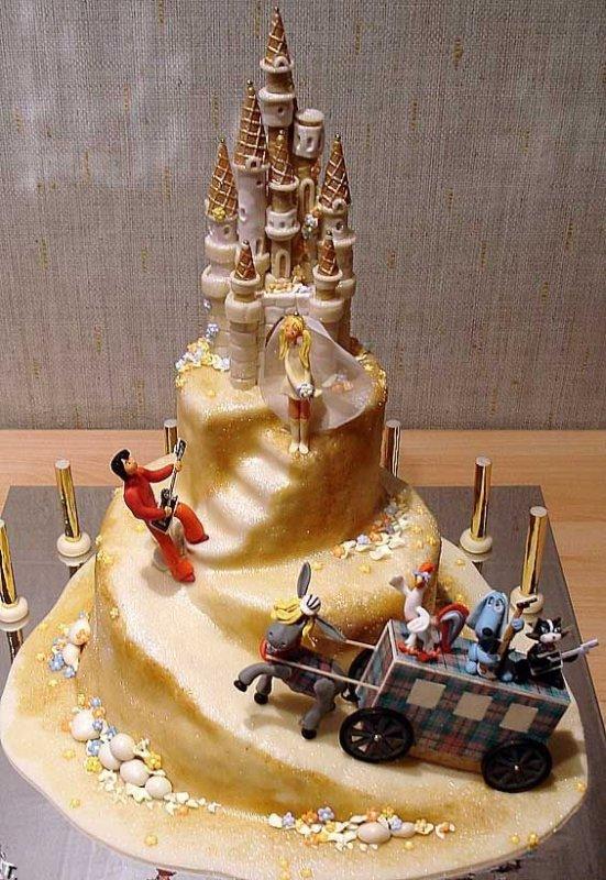 Фигурки жениха и невесты - Самые необычные свадебные торты 6