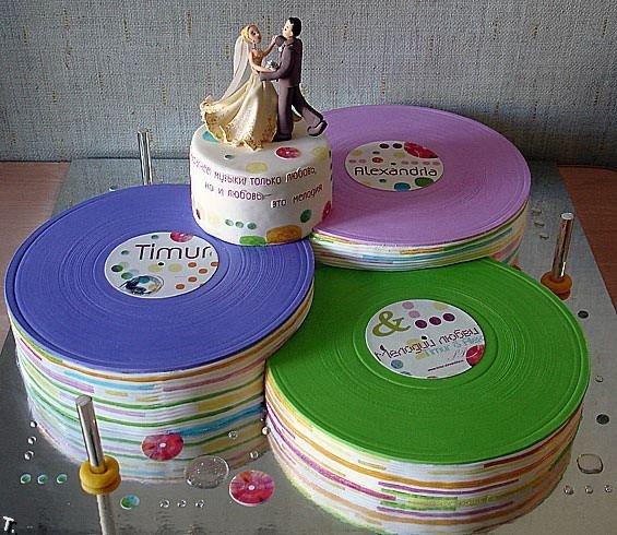 Фигурки жениха и невесты - Самые необычные свадебные торты 4
