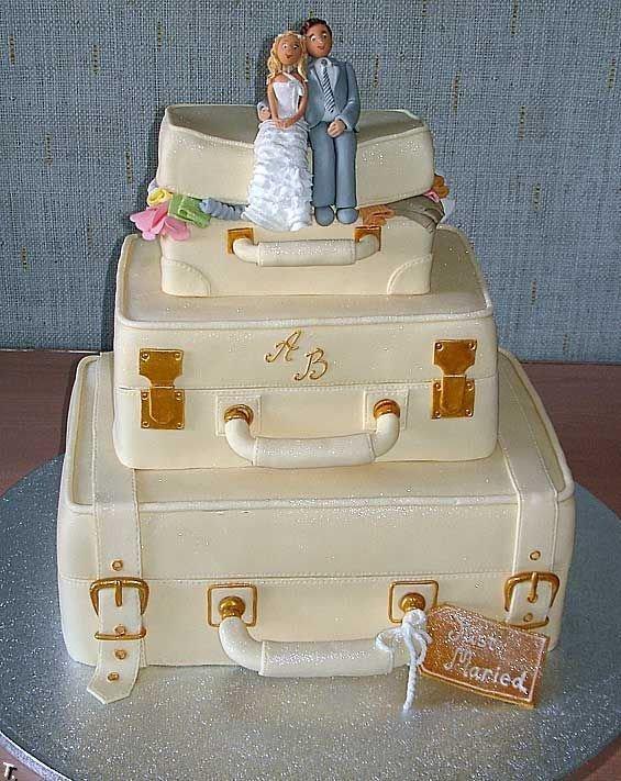 Фигурки жениха и невесты - Самые необычные свадебные торты 12
