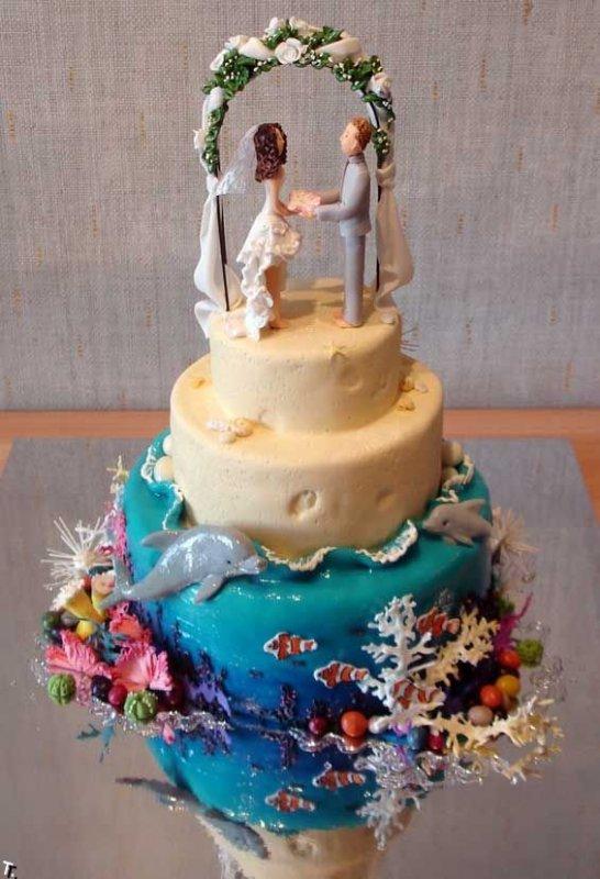 Фигурки жениха и невесты - Самые необычные свадебные торты 9