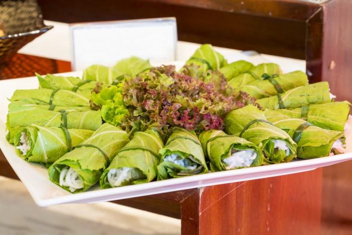 Роллы из листьев салата с сырной начинкой
