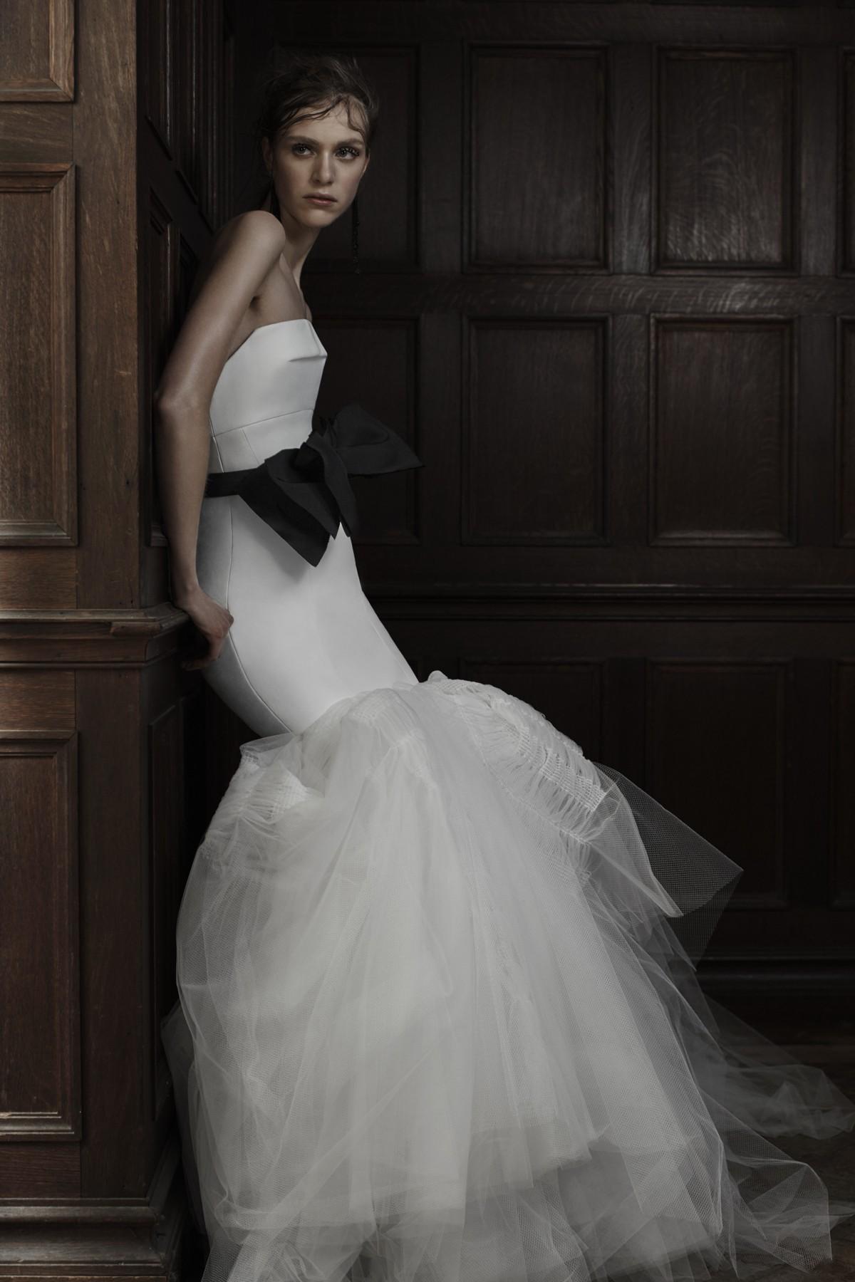 Свадебное платье Vera Wang белое с черным бантом- весна 2016