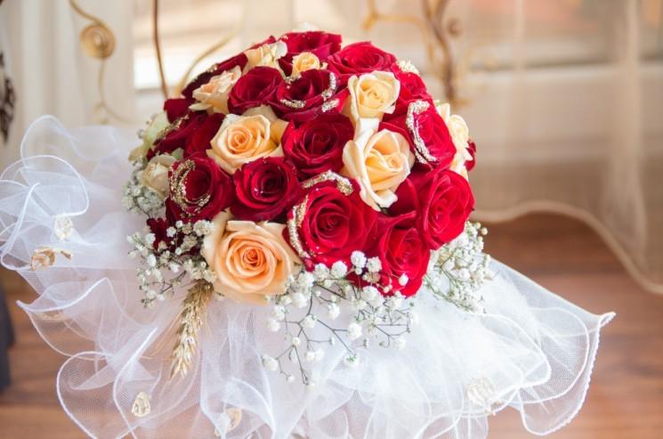 свадебный букет невесты с цветами