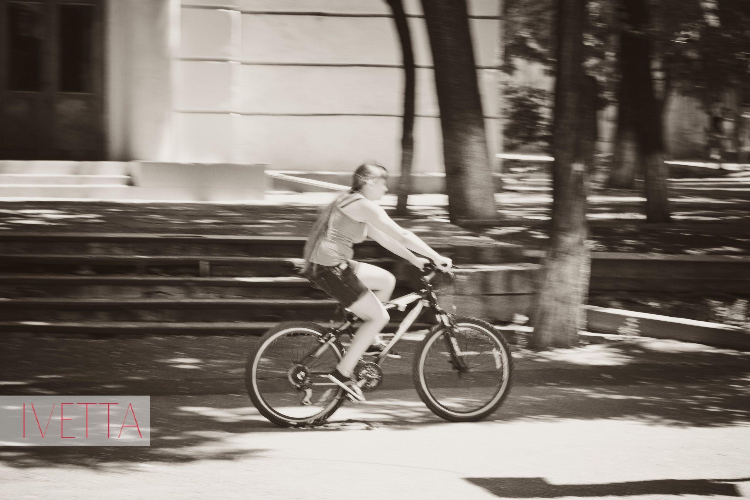 Девочка на велосипеде в Одессе