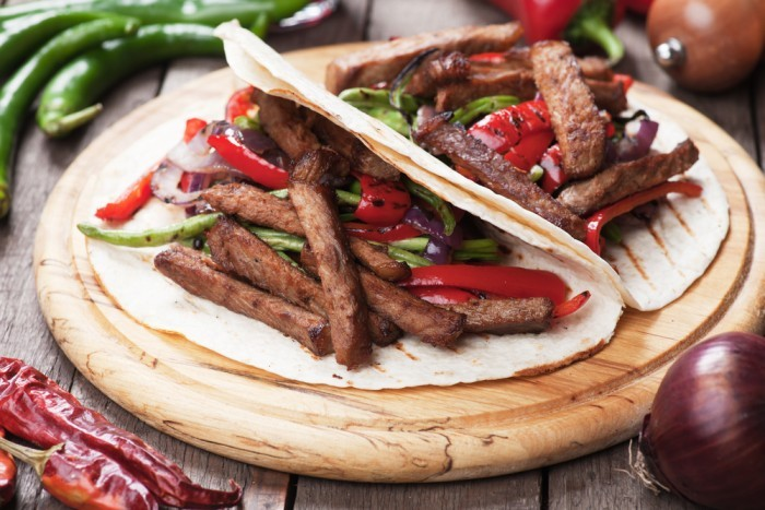 блюдо мексиканской кухни фахитас