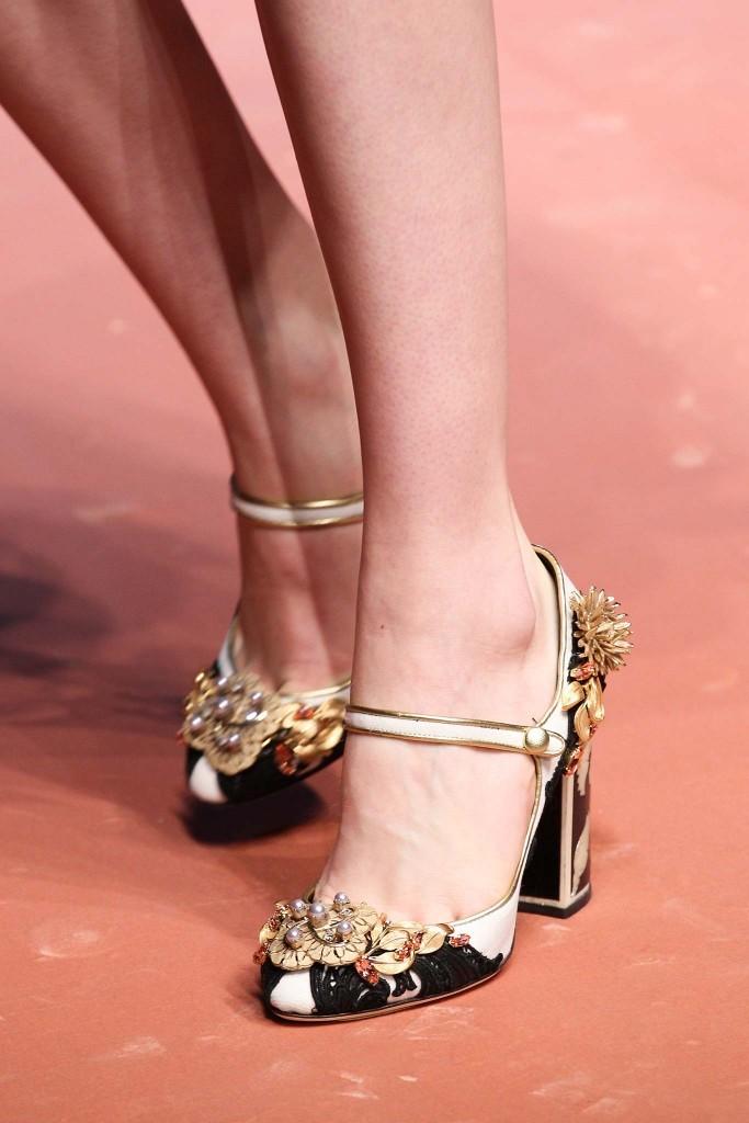 Обувь с украшениями 2