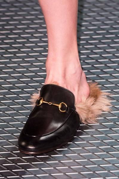 Пушистая обувь 2