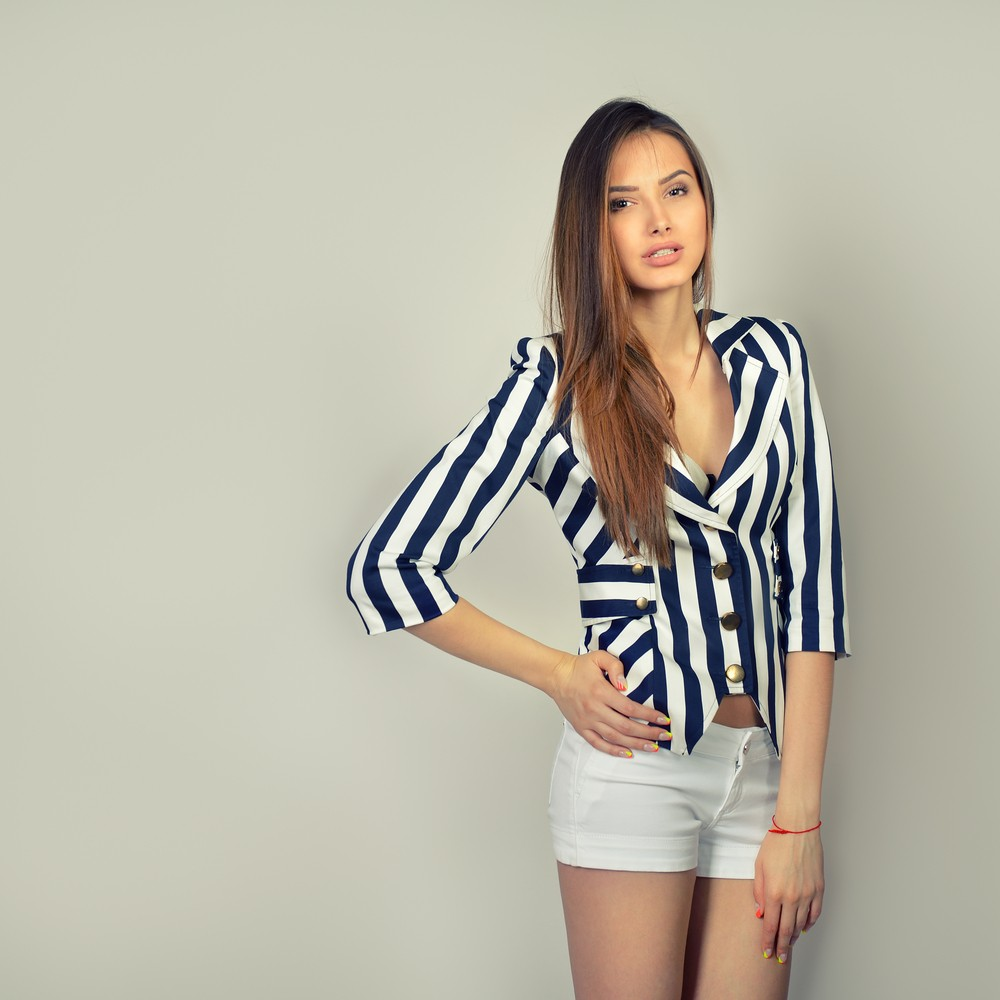 Вертикальные линии в одежде помогут стать визуально выше 6
