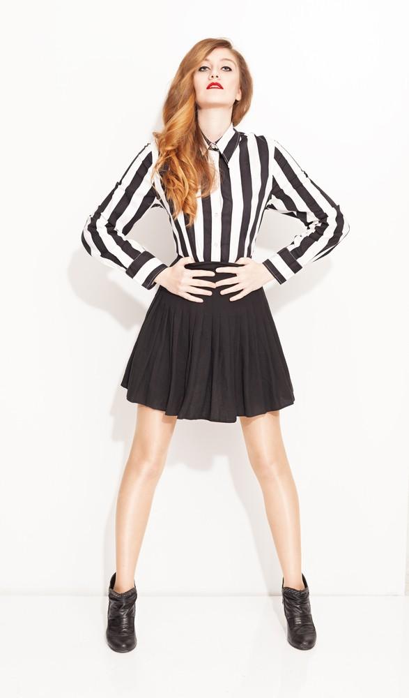Вертикальные линии в одежде помогут стать визуально выше
