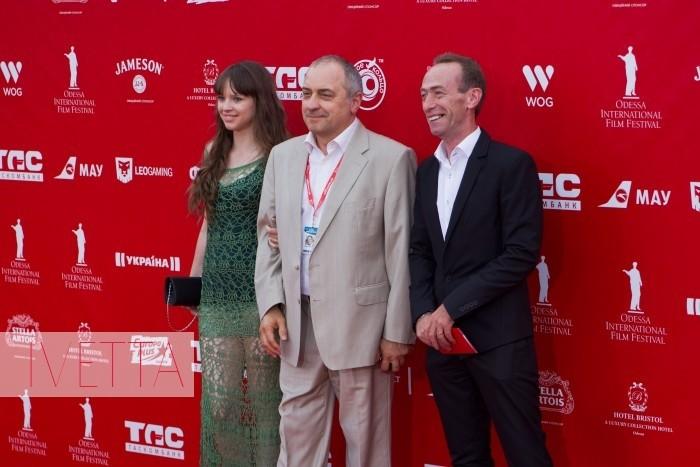 Актер Виктор Андриенко и Яков Гопп на красной дорожке Одесского кинофестиваля 2015