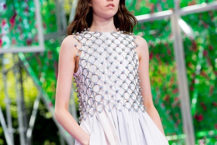 Тренд: маленькое белое платье