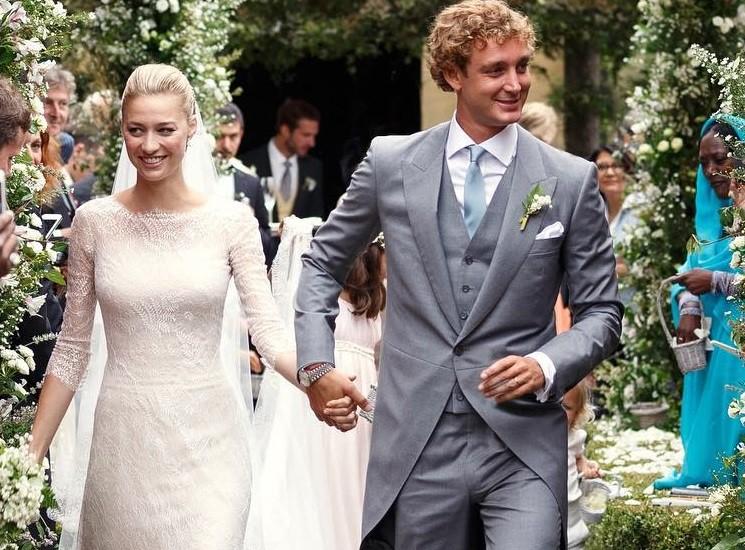 Наследник Княжества Монако Пьер Казираги показал молодую жену в шикарном свадебном наряде