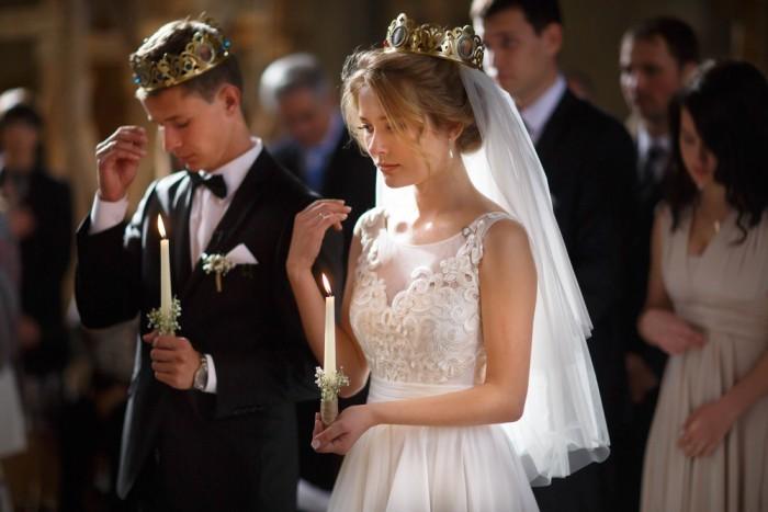 Особое внимание нужно уделить наряду невесты