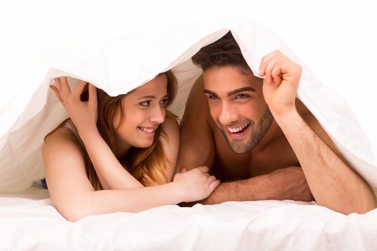 Почему мужчины любят утренний секс, а женщины — вечерний