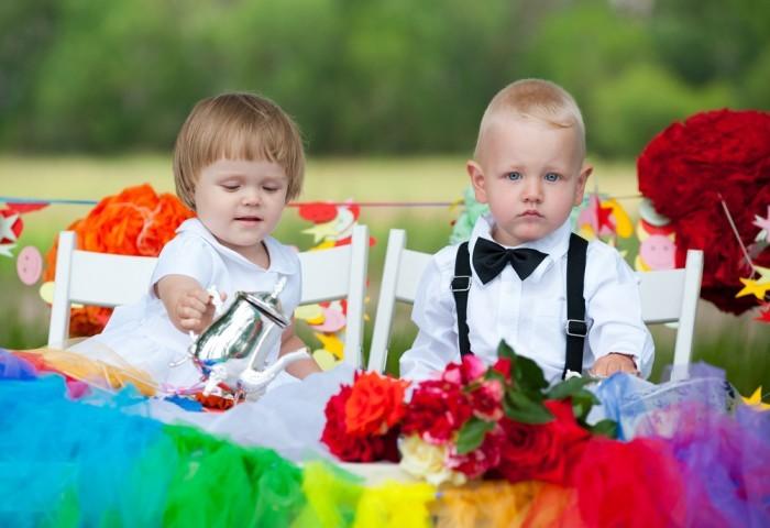 Дети за детским столиком