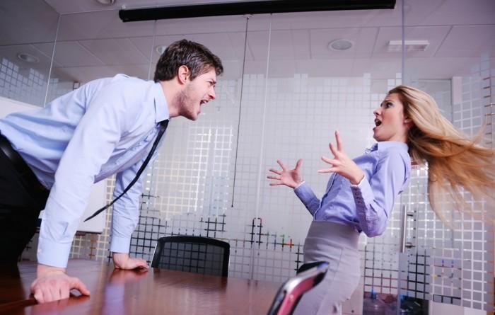 Директор кричит на секретаря