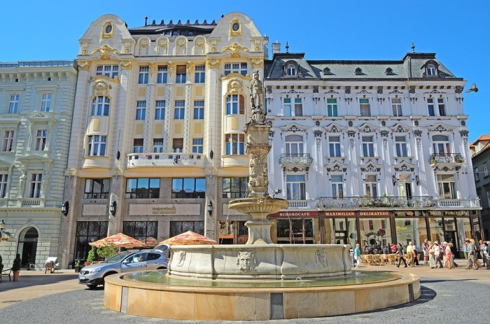 фонтаном Роланда