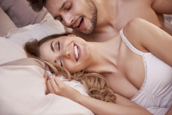 Муж с женой в постеле