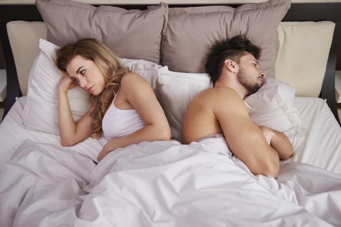 Муж и жена в постеле