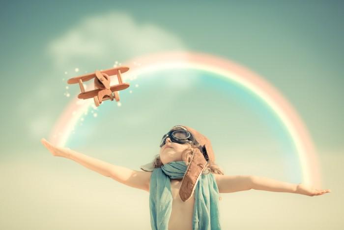 Мальчик с самолетиком