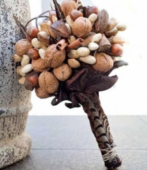 Шишки и орехи - букет невесты