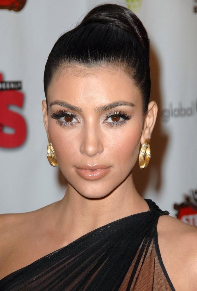 Ким Кардашьян в стиле nude 3