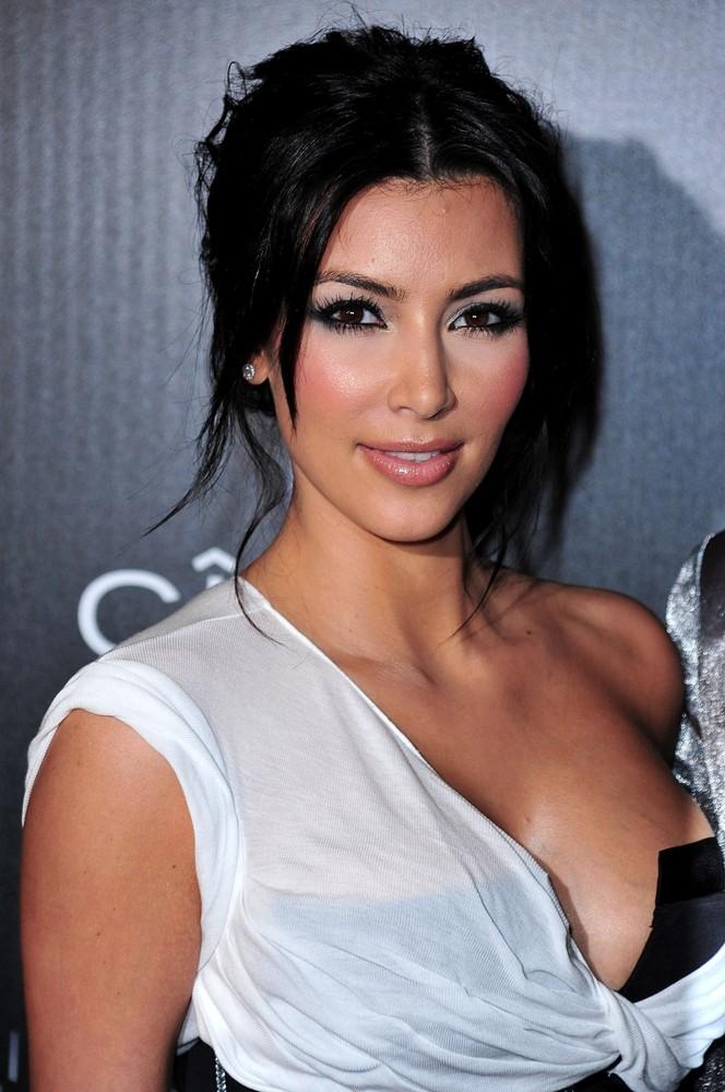 Ким Кардашьян в стиле nude 5