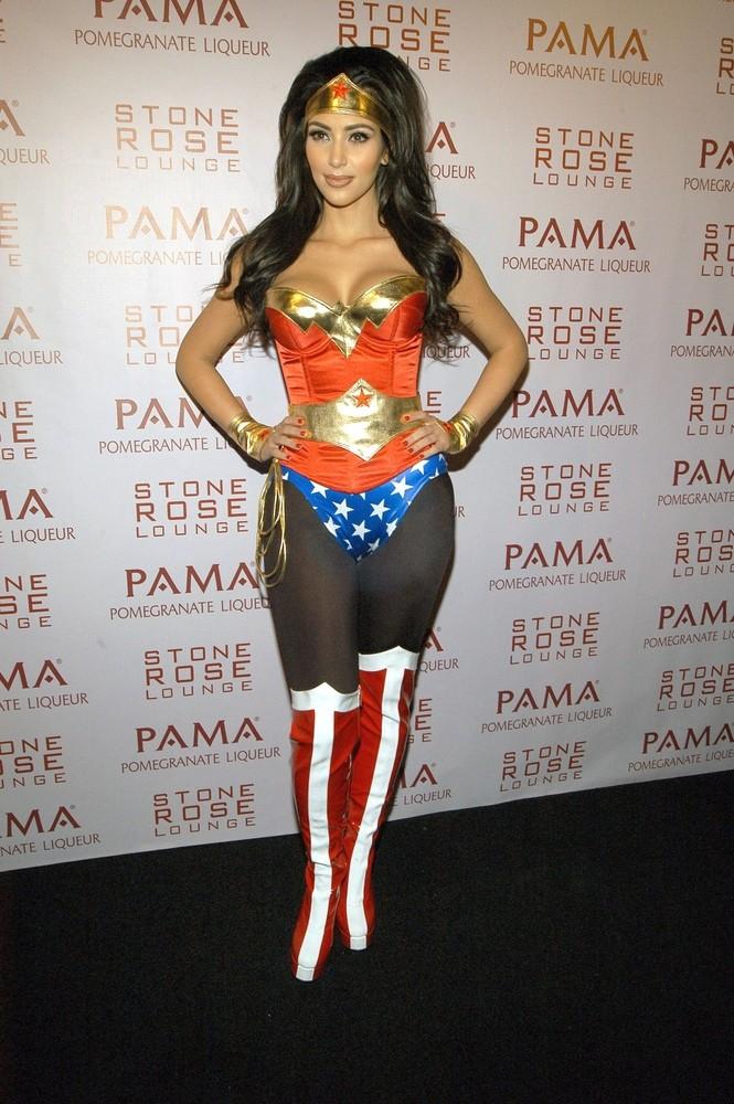 Ким Кардашьян - Хэллоуин