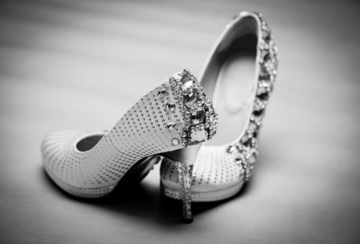 Свадебные туфли, инкрустированные камнями