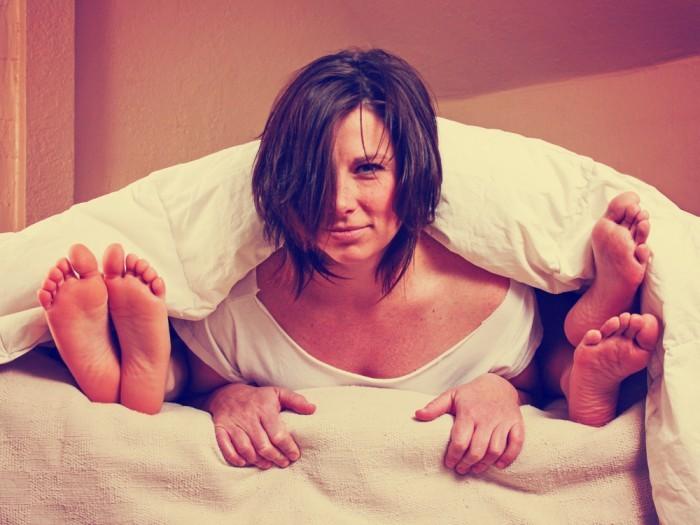 Девушка в постеле