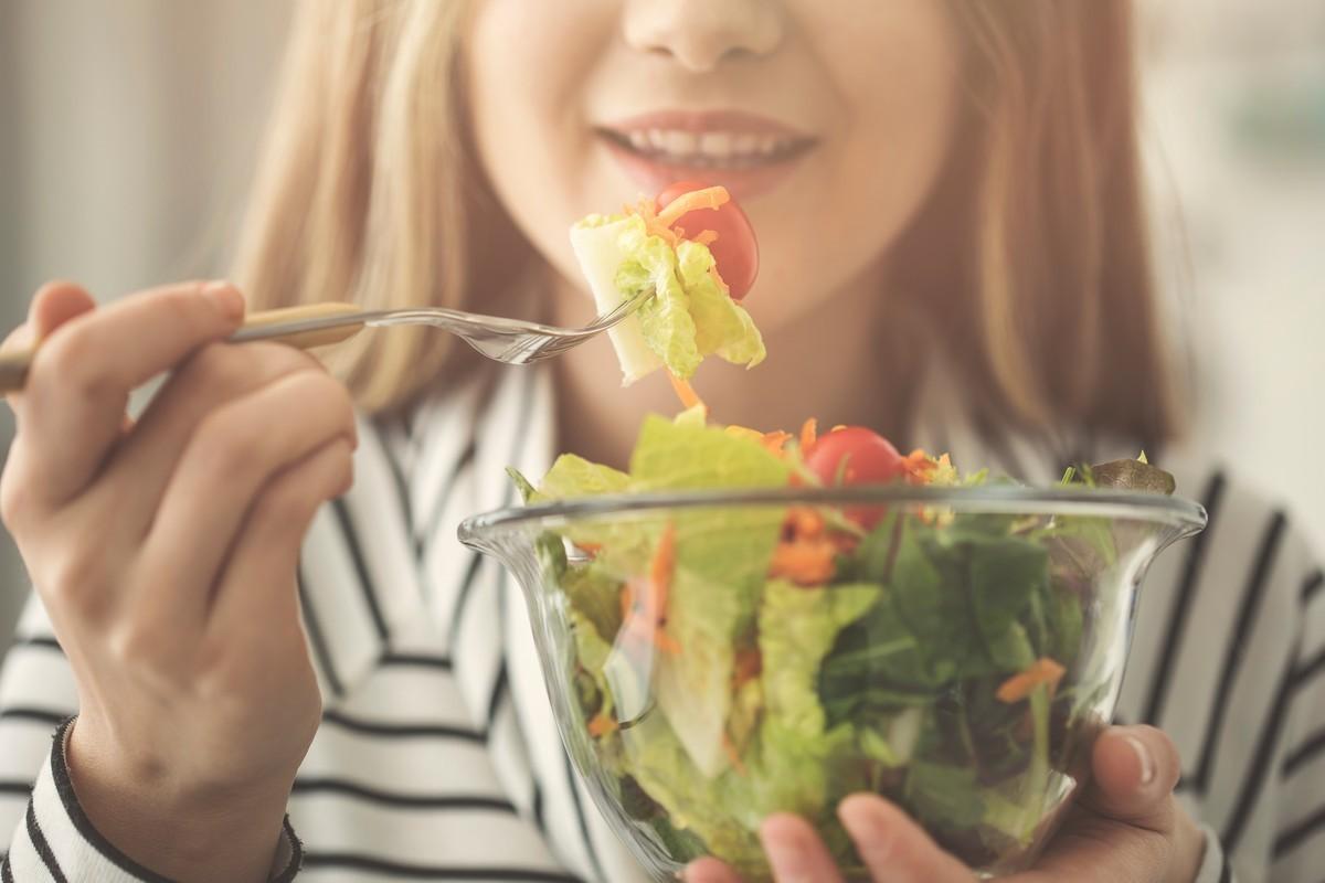 В предновогодние дни ешь некалорийную пищу 9 способов, как не поправиться после новогодних праздников