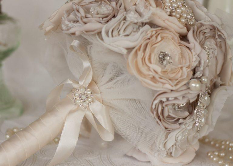 Свадебные аксессуары: букет невесты без живых цветов