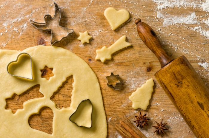 Формочки для теста - приготовление имбирного печенья
